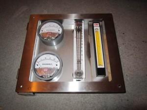 szafka manometrow precyzyjnych